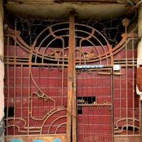Старинные ворота :: Нина Бутко