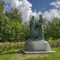Памятник равноапостольным Кириллу и Мефодию в Дмитрове. :: Михаил (Skipper A.M.)
