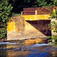 Маленький мост над маленькой речкой. :: Анатолий