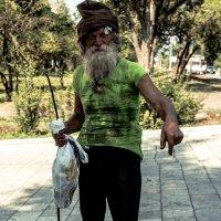 Старик-бегун :: Artem Zelenyuk