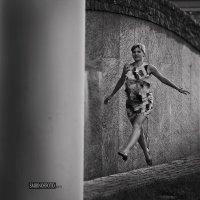 летящей походкой) :: Владимир Смирнов