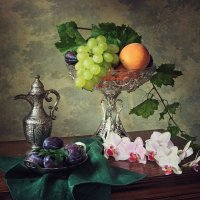 Натюрморт с фруктами и орхидеей :: Ирина Приходько