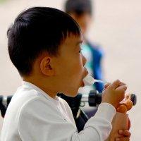 Мальчик с мороженым :: Асылбек Айманов