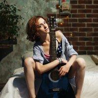 Девушка с гитарой :: Максим Рунков