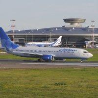 """Боинг 737 а/к """"Победа"""" выруливает на исполнительный старт для взлёта. :: Alexey YakovLev"""