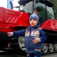 Тимошка и трактор :: Александр Прокудин