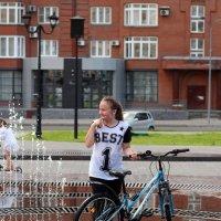 Девушка и велосипед :: Дмитрий Арсеньев