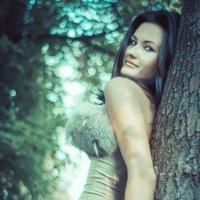 Girl and tree :: Irin M.