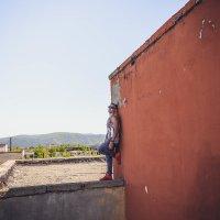 На крыше заброшенного здания, 5 этаж :: Камила Токсанбаева