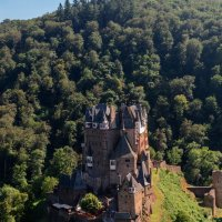 Спуск в Замок Эльц, в долине реки Мозель, Германия :: Witalij Loewin