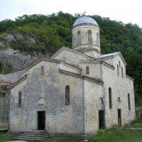 Один из 6 храмов Новоафонского монастыря. :: Валерия  Полещикова