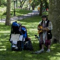Музыкант в Центропарке :: Валерьян Бек (Хуснутдинов)