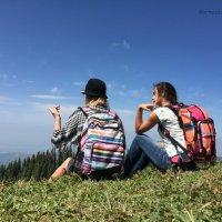 Человек, сидящий на вершине горы, не упал туда с неба. :: Anna Gornostayeva