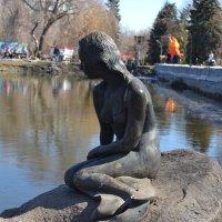 скульптура русалка в Городском парке :: Марина Титкова