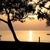 Восход  а Средиземном море :: Наталья Казанцева