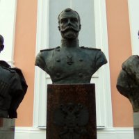 Скульптурное изображение царя Николая 2, его сына Алексея и жены его Александра Федоровна. :: Светлана Калмыкова