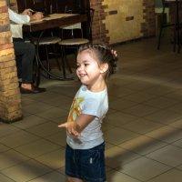 Девочка которая танцует_2 :: Оксана Сафонова