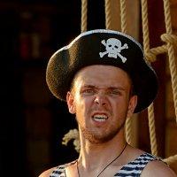 Ну очччееень злой пират... :: BoykoOD