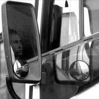 Как часто в отражении зеркал нам виден мир  иным. :: Валерия  Полещикова