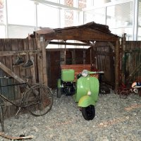 Типичный дворовой гараж Советской эпохи :: Александр