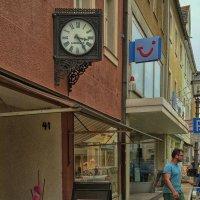 """Старинный """"Лонжин"""" на улице маленького баварского городка :: Евгений Кривошеев"""