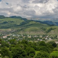 Поселок им. Коста Хетагурова...Вид с горы Шоана... :: Юлия Бабитко