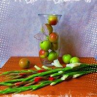 Яблоки и гладиолусы :: Nina Yudicheva
