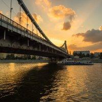 закат на крымской набережной :: Александр Шурпаков