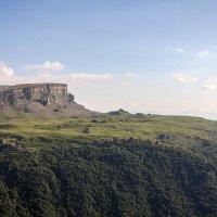 Малый Бермамыт. Вид с Эшкаконского ушелья. Высота  вершины плато 2642 м. :: Vladimir 070549