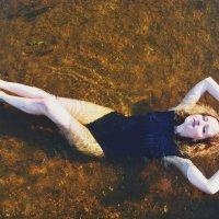 Девушка на воде :: Виктория Белова