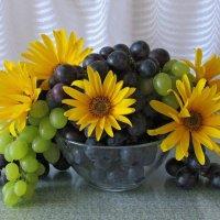 Цветочно-ягодный букет :: Татьяна Смоляниченко