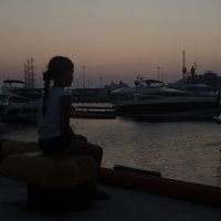 Девочка и море. :: Кира Нестерова