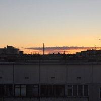 Закат над городскими крышами :: Елена Смирнова
