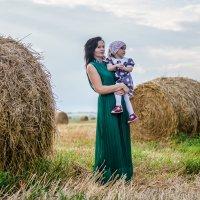 в поле у сена :: Sophiko Gelashvili-Sviridova