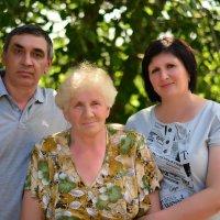 Мама и  я с сестрой! :: Юрий Фёдоров