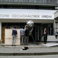 """Привезли экспонат и ... """"Космонавта"""". """"Космонавт"""" устал. :: Владимир Безбородов"""