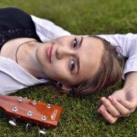 Девушка и гитара :: Сергей Добрыднев