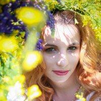 Рапсовое поле и рыжая Юлия :: Екатерина Гриб