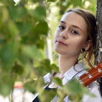 Портрет с гитарой :: Сергей Добрыднев
