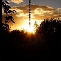 Солнце на цепочке :: Андрей Скорняков