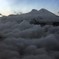Эльбрус над облаками. :: Александр Хорошилов