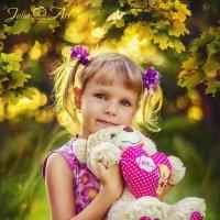 Девочка с мишкой... :: Julia Art
