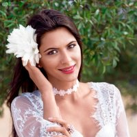 Девушка с белым цветком :: Ivan S.
