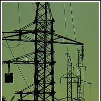 несущие энергию поток, стоят как вкопанные монстры :: юрий