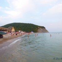 "Пляж опустел..Гора ""Ёжик"". :: Alexey YakovLev"