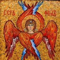 Мозаичное изображение серафимиа на северных воротах ограды :: Александр Качалин