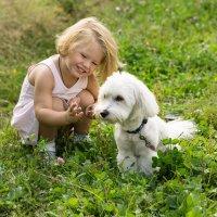 Ребенок и пес. :: Ирина Остроухова