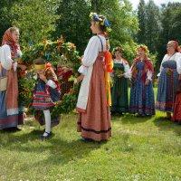 Троицын день в Витославлицах 8 :: Константин Жирнов