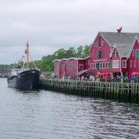 Вид с воды на музей исторического г. Люненбург (Канада) :: Юрий Поляков