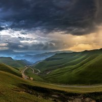 Гроза в долине на закате :: Александр Хорошилов
